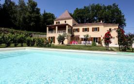 A Sarlat, location d'une maison de vacances pour 4/8 pers, piscine chauffée