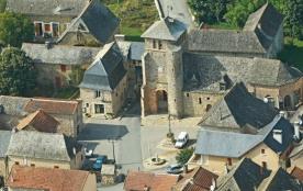 Maison dans bastide du XIII siècle - Très jolie maison refaite à neuf située sur la place du vill...