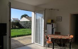 ref 611 - Petite villa mitoyenne récente, confortable