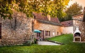 Le jardin privatif, BBQ, maison vue de derriere