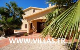 Villa DV Espi - Villa rustique de bon confort offre de beaux espaces extérieurs avec sa piscine p...