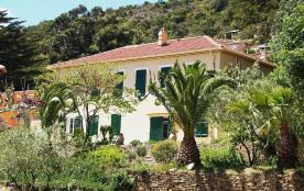 Appartement dans mas traditionnel provençal avec acces direct à la mer