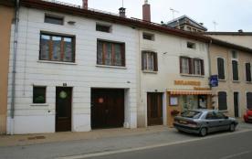 Gîte n° 1555. Logement situé à l'étage d'une maison dans le centre du village (boulangerie et com...