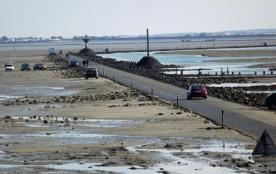 Le Gois, route submersible reliant Noirmoutier au Continent