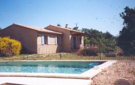 Gîtes de France - Villa indépendante à flanc de colline, face au Lubéron.