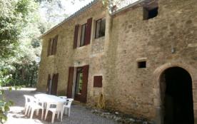 Maison de caractère comprenant 4 gîtes à 1 km du village.