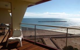 Superbe appartement 76 m2, 1ère ligne front de mer, dernier étage, refait à neuf