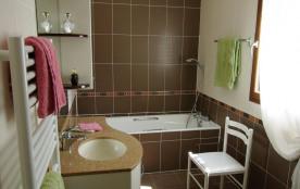 SDB privative CH 1 (baignoire, douche lavabo)