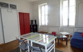 Grand studio situé en centre - Ville de La Rochelle.