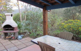 Studio en rez de chaussée confort arboré avec piscine à Figari en Corse endroit calme  proximité commerces restaurants