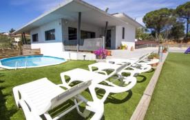 Villa adorable dans la station de Les Comes, Sils, à seulement 15 min des plages de la Costa Brava!