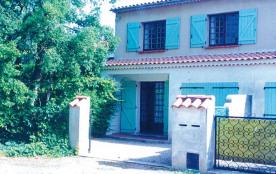 Le Brusc - Logement avec 2 gîtes avec garage et cour fermée privative de 20 m² barbecue et salon ...