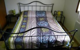 chambre lit double en bas (2 identiques)