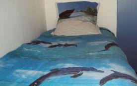 chambre avec deux lits superposés