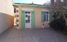 FR-1-374-50 - Petite maison dans la ville de Printemps