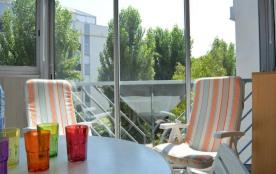 Appartement deux pièces de 30 m² environ pour 4 personnes situées à 200 m de la plage avec un acc...