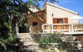Près Sisteron 04, gîte 4* en pleine nature, grand confort, bastide provençale, grand jardin, piscine privée, handicap...