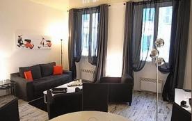 Au cœur du centre-ville, appartement 2P moderne, composé d'une entrée, une cuisine américaine ouv...
