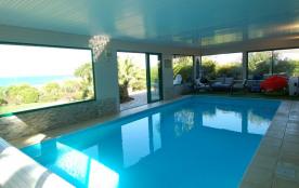 Villa/piscine intérieure/5 étoiles/devant plage de sable fin/surf/randonnée/au calme