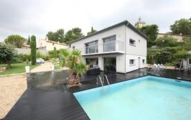 Le Ventoux est une superbe maison de vacances moderne qui a été magnifiquement restaurée et qui s...