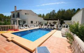 Location de 2 villas identiques à 9 km de Dénia, sur un même terrain de 16000m², et qui accueille...