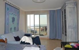 Appartement en rez-de-chaussée avec accès direct sur la plage côté balcon.