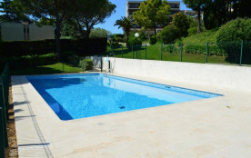 ANTIBES (06)-BAIE DES COMBES- T2- environ 47 m² -
