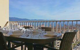 Ajaccio : Vaste appt de 105m² lumineux (6 /7pers), avec vue dégagée, 2 grandes terrasses. 20mn à pied du centre ville.