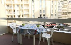 FR-1-0-293 - Résidence Victoria Surf 211 : centre-ville et accès direct à la plage