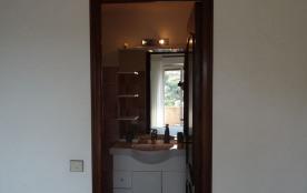 Vue sur salle de bain