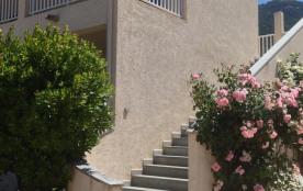 Bienvenus à l'Hotel Camparellu entre mer et montagne petit village tranquil