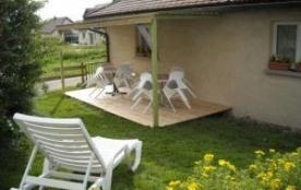 Appartement situé au premier étage d'une maison comprenant deux logements dont un meublé touristi...
