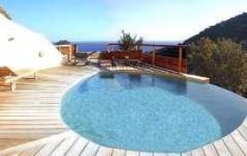 Appartements de 2 à 8 personnes, piscine panoramique chauffée...A proximité de la célèbre plage de Palombaggia.