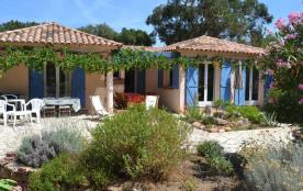 Corse Extrême-Sud. A 300 m du bord de mer, maison 8/12 lits sur 5000 m² terrain arboré très calme. Patrimoine Littoral.
