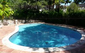 Location Meublé 3 pièces en rez-de-jardin de villa avec piscine