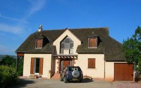 Grande maison avec 4 chambres dans le vallon de Marcillac à 20min de Rodez.
