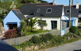Maison bretonne rénovée - petite vue mer - à 100m mer et 1km centre approvisionnement.