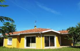 Agréable villa moderne construction 1999/jardin clos, quartier situé à environ 800 m du Bourg, ét...