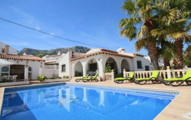 Tranquil 3-bed Calpe Villa w/Private Pool - Walk to the City Centre & Beach