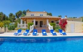 Villa AB Gem - Magnifique villa avec piscine privée entourée de vignobles et de pins et pourtant ...
