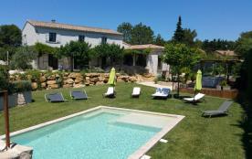 Beau Mas Provençal au pied du Luberon avec piscine et jacuzzi