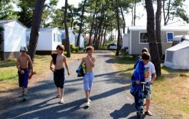 Camping Les Flots Bleus 4* - Mobil-home Grand Confort TV - 2 chambres - 4/6 personnes
