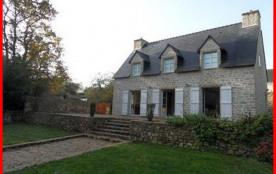 Maison récente de 120 m² environ située au calme dans un village de caractère typique du Golfe du...