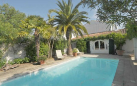 Villa avec piscine 6 personnes. Location vacances, Ile de Ré, Jolie petite maison de pêcheur dans...