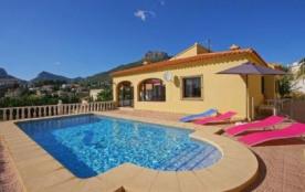 Villa OL Tosa - Sympathique villa avec piscine privée, pour 6 personnes et située à seulement 800...