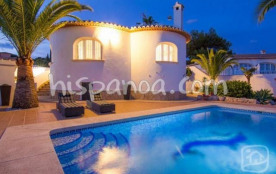 Location de cette villa avec piscine pour 6 pers