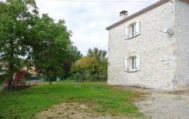 C'est à quelques kilomètres du château médiéval de Villebois-Lavalette que vous séjournerez.
