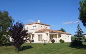 Villa amelina, 1 chambre d'hôte à 55 € la nuit ptit déj inclus 1 appart. à 300 € la semaine