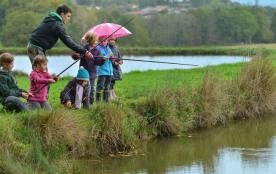 Initiation à la pêche, souvenirs assurés du séjour au Gite Rural du Masbareau