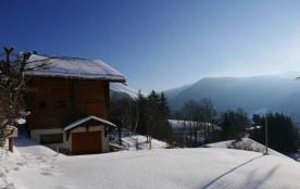 A environ 1,5 kms du centre du village, à 10 minutes (en voiture) des stations de La Clusaz et du...